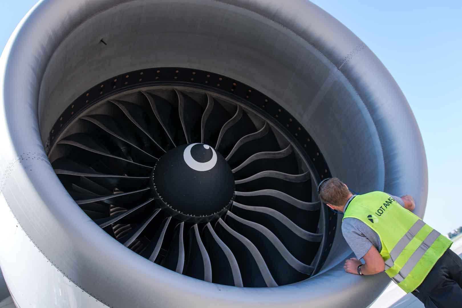 Boeing 777 Emirates Mechanik-8